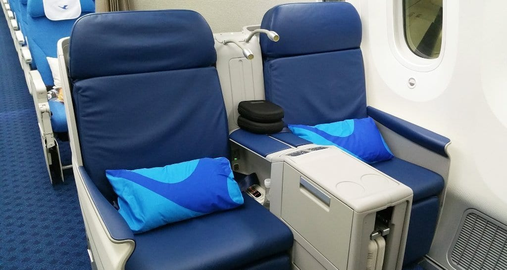 Xiamen Airlines business class seats boeing 787