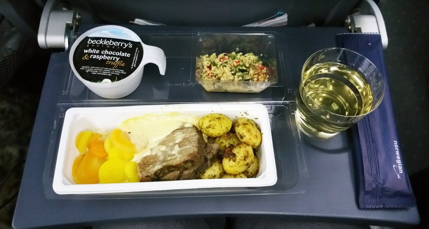 norwegian airlines economy class meal