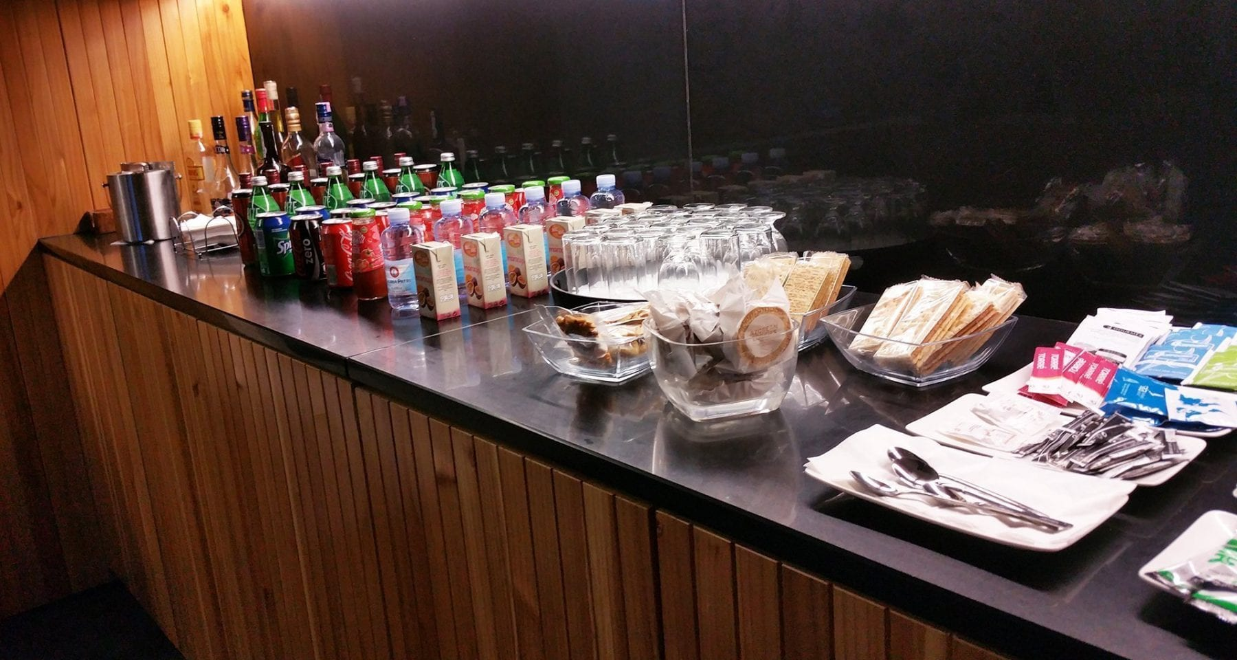 azores airlines business class lounge food