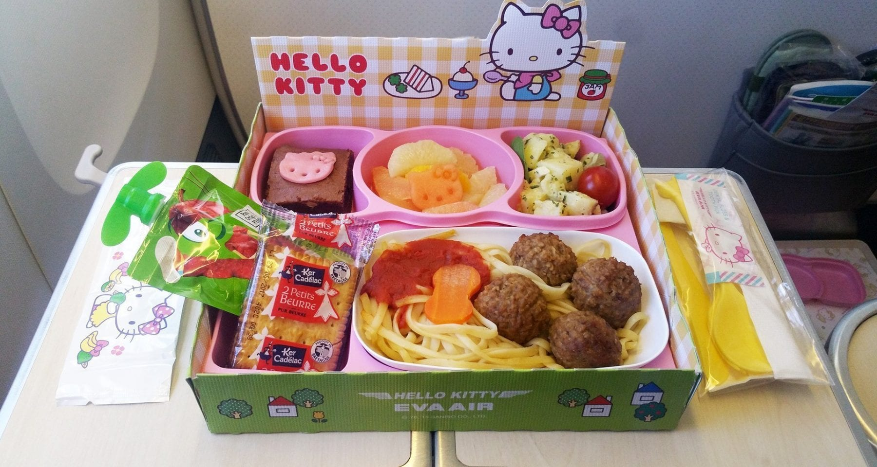 hello kitty eva air meal