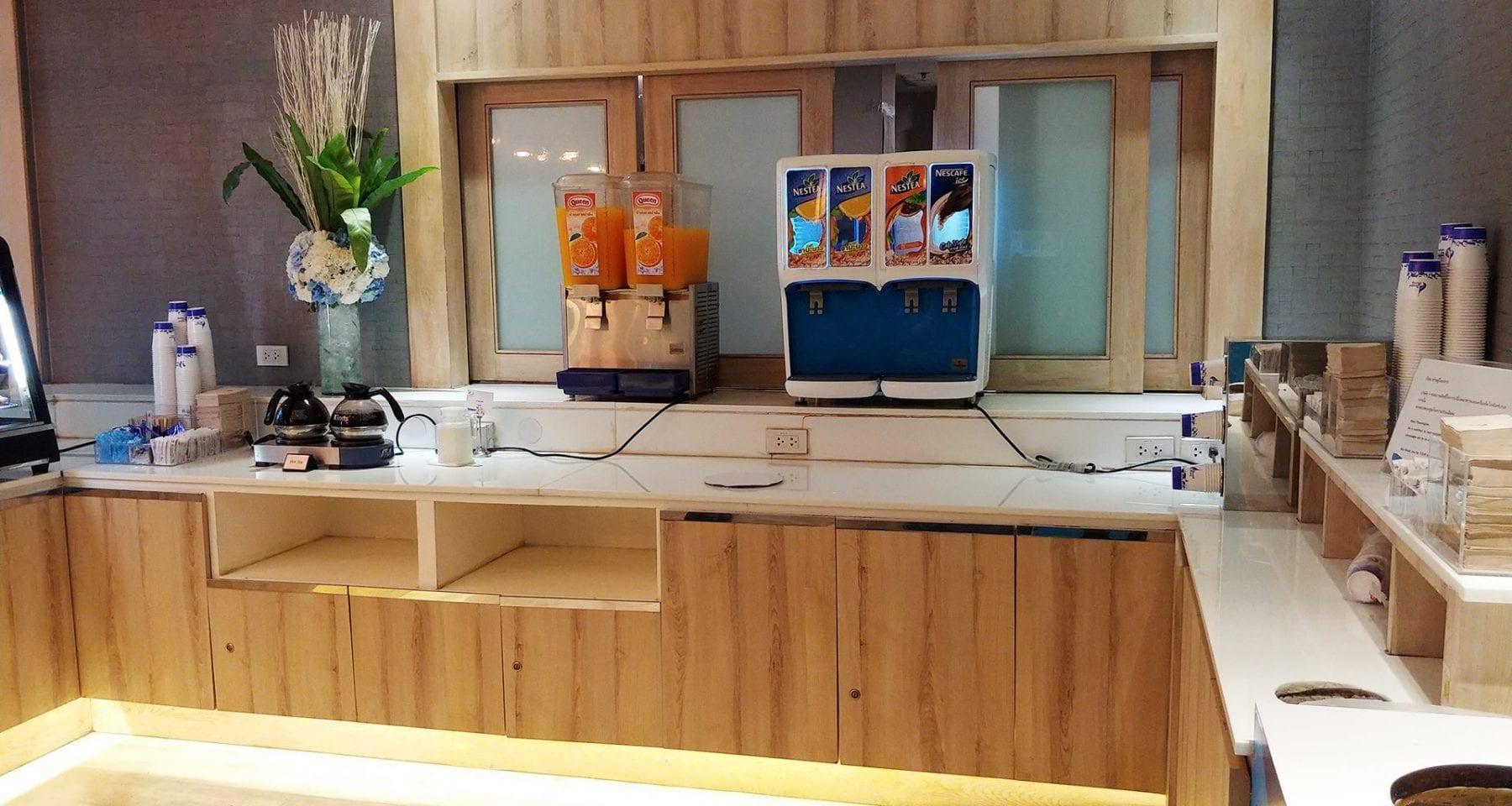bangkok airways lounge food