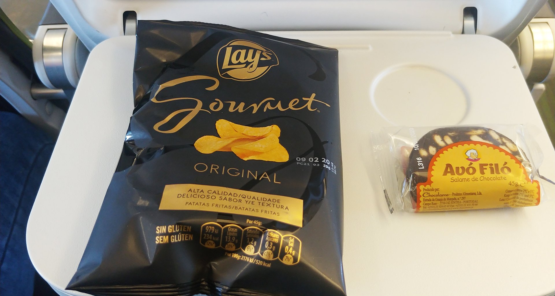 economy class snacks on TAP Portugal